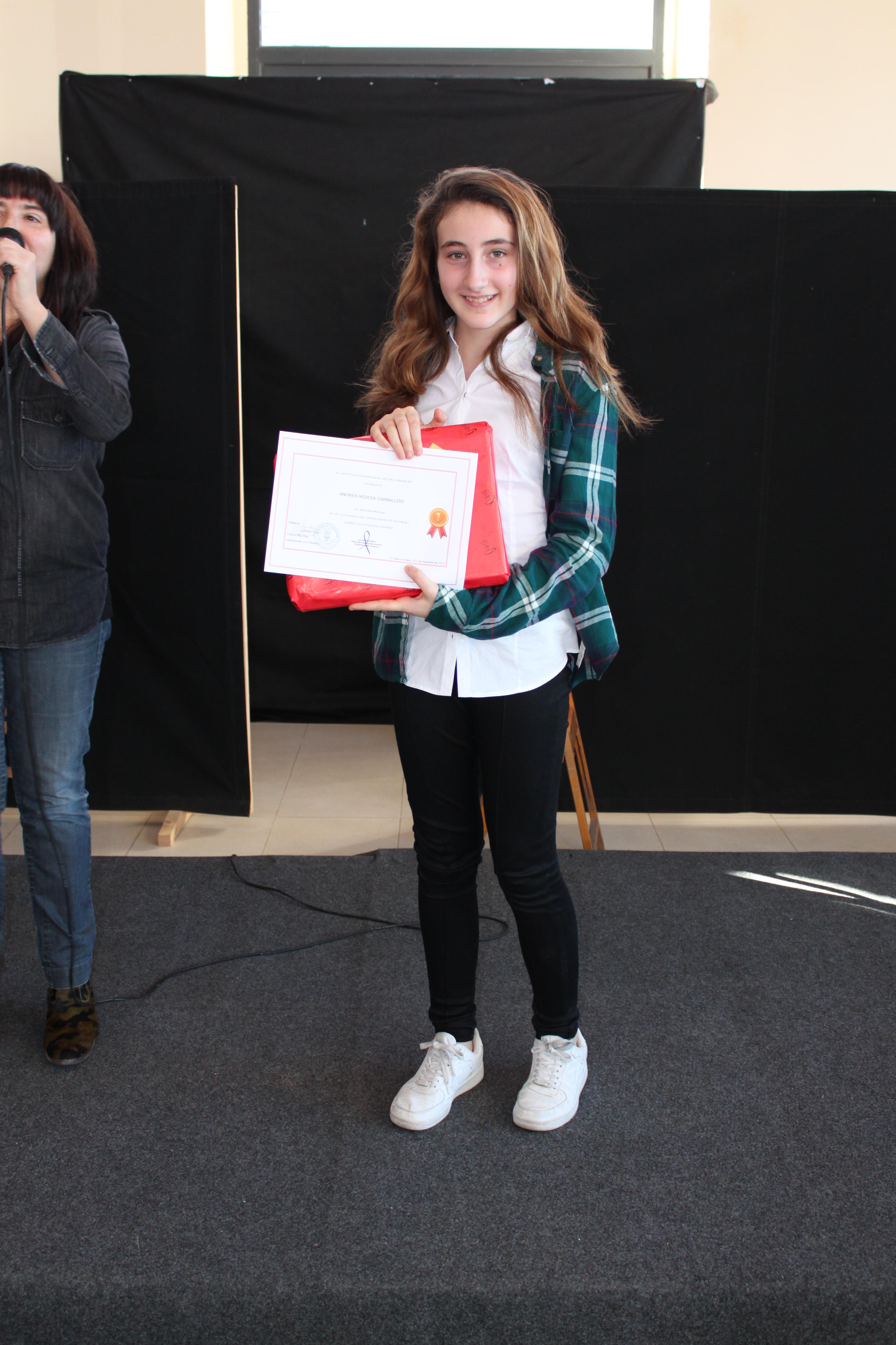 Andrea recoge su premio